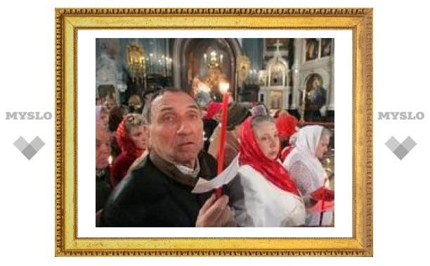 Пасхальная служба в московских храмах собрала 140 тысяч человек