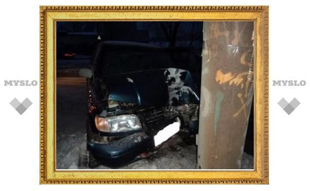 В Туле водитель Opel врезался в опору ЛЭП