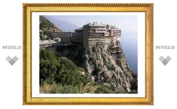 Женщины впервые за столетия могут посетить один из монастырей Афона