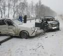 Из-за снегопада на трассе «Дон» столкнулись две легковушки