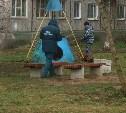 Кинологи проверили «опасную» сумку на детской площадке