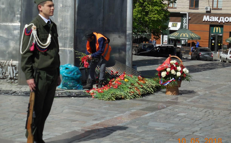 Туляк: «Дворники выкинули с Вечного огня свежие цветы, возложенные ко Дню Победы»