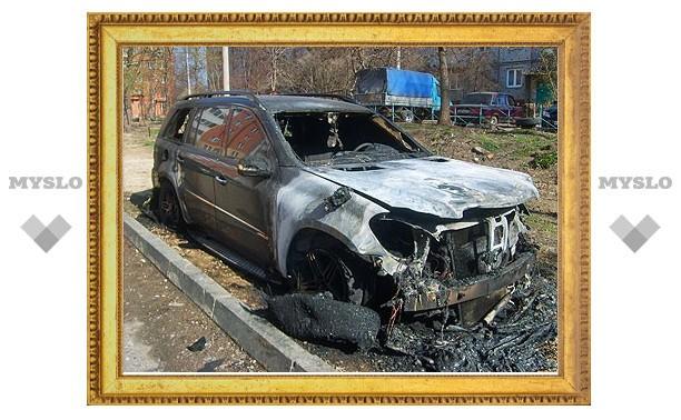 В Туле сгорел роскошный внедорожник