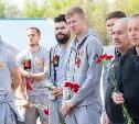 Футболисты «Арсенала» возложили цветы к мемориалу «Защитникам неба Отечества»