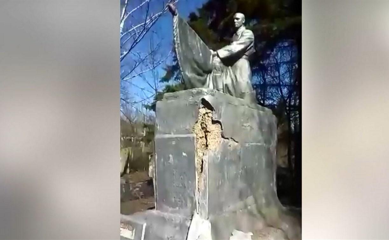В Тульской области разрушается памятник на братской могиле: видео