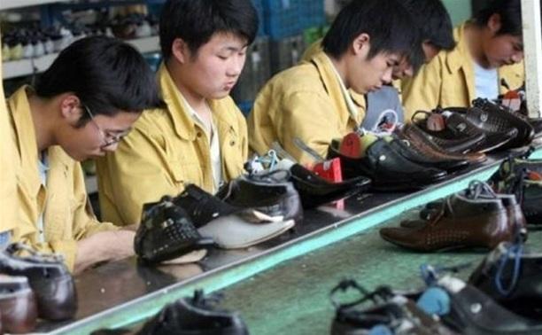 В Тульской области нелегально шили спортивную обувь известных брендов