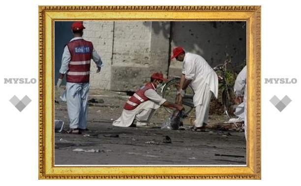 В результате двух терактов в Пакистане погибли 13 человек