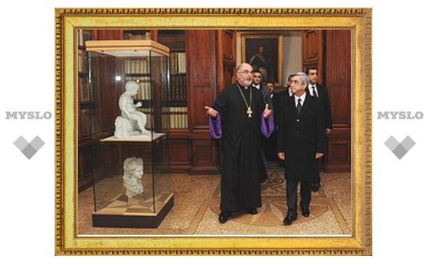 Армения профинансирует оцифровку библиотеки католического монашеского ордена мхитаристов в Венеции