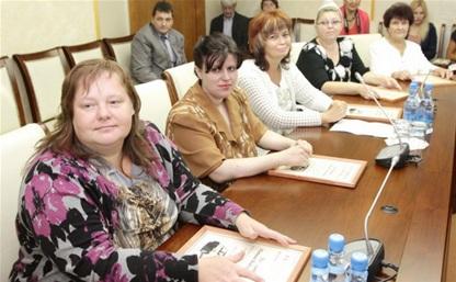 Губернатор Тульской области вручил многодетным семьям сертификаты на автомобили