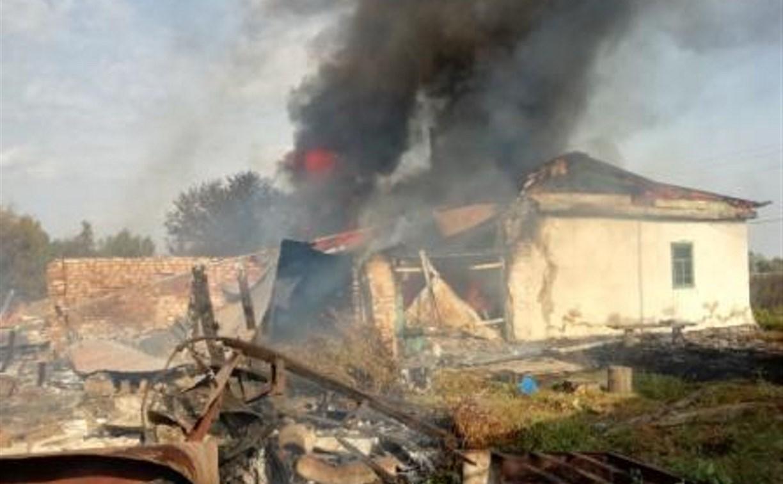 Горящий дом в Кимовском районе тушили семеро пожарных