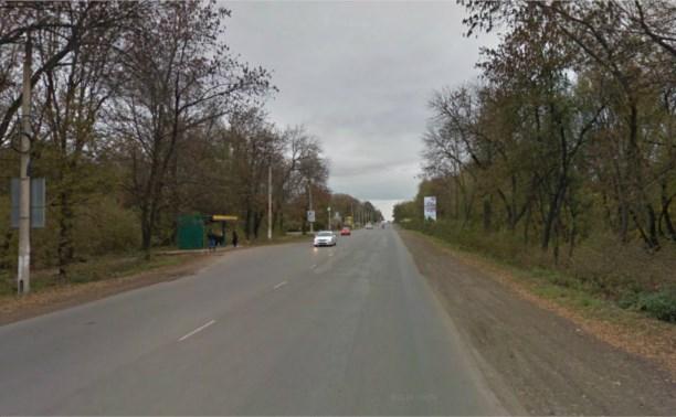 В Новомосковске полицейский сбил девушку на остановке