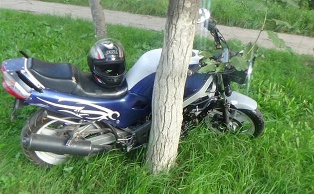Мотоциклист и его пассажирка ранены в ДТП под Тулой
