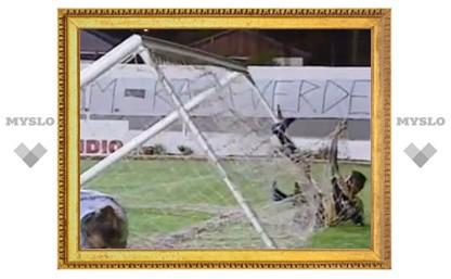 Бразильский футболист сломал ворота