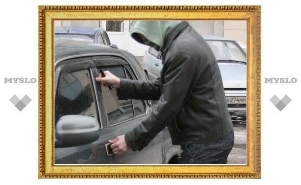 Под Тулой двое студентов обокрали автомобиль