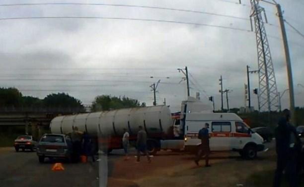 В Новомосковске «Лада» въехала в автоцистерну