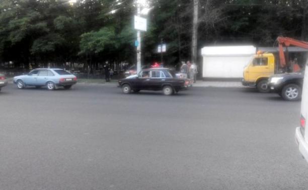 В Туле автомобиль въехал в остановочное ограждение