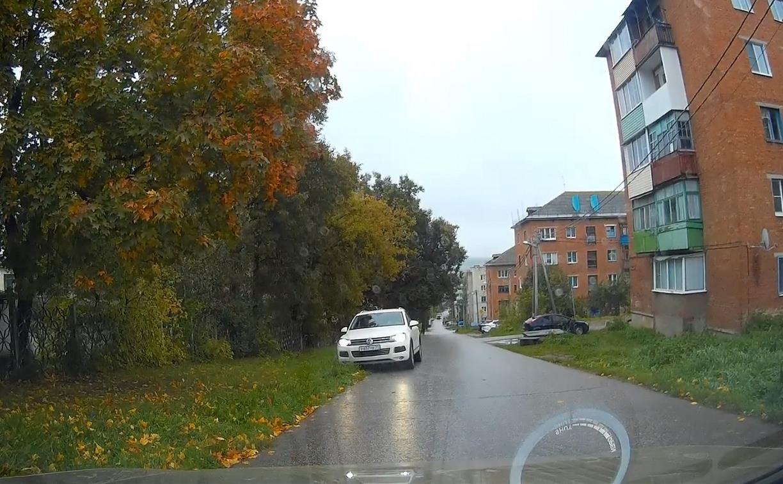 «Накажи автохама»: в Советске водитель Volkswagen срезал дорогу по встречной