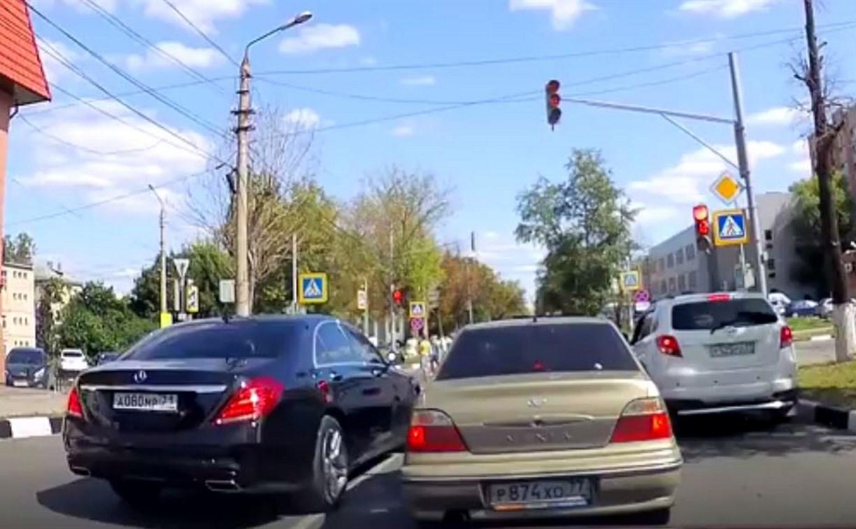 Автохамы в Туле: по встречке, зато на «мерсе» и самый первый на светофоре!