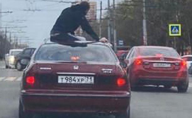 Погоня за легковушкой с пассажиром на крыше в центре Тулы: видео из регистратора