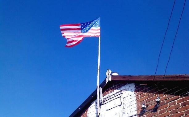 Депутат Белёвского района сообщил о стрельбе по дому с вывешенным флагом США