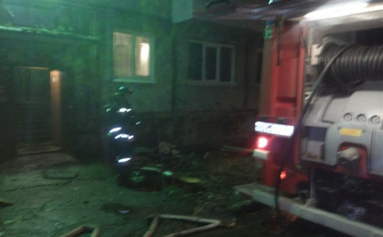 В Новомосковске пожарные спасли 8 человек из горящего дома