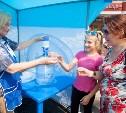На улицах Тулы раздают питьевую воду