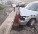 В Туле «десятка» врезалась в бетонное ограждение