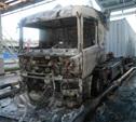 На парковке в Новомосковске сгорела фура