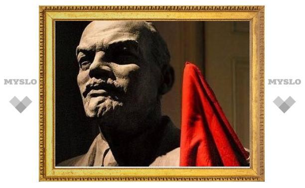 Россияне пожелали Ленину отправиться на Волково кладбище