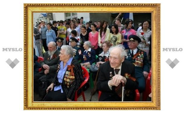Тульские студенты празднуют годовщину Победы