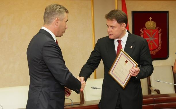 Павел Астахов наградил Владимира Груздева медалью за заслуги перед детьми