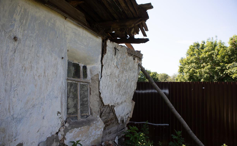 Под Тулой две семьи спорят из-за рухнувшей развалюхи