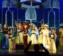 Ивановский театр в Туле: перья, музыка и танцы