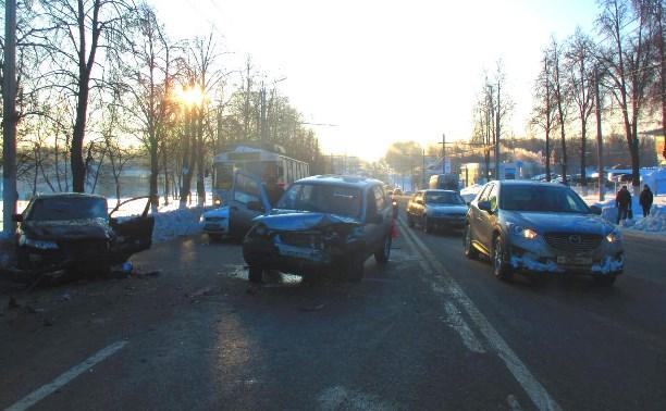 В Туле в результате ДТП пострадал водитель «Киа Церато»