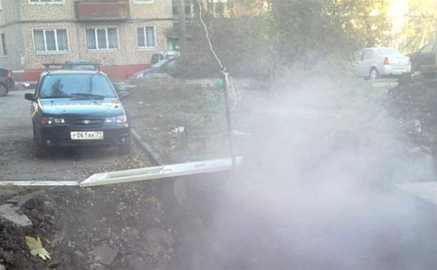 Возле дома на Красноармейском проспекте, 40 образовался гейзер