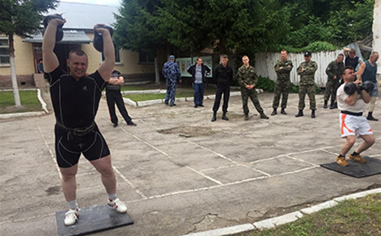На территории исправительной колонии №2 в Тульской области прошло соревнование гиревиков