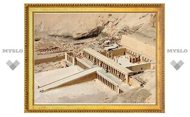 Туристам отвели 150 лет на порчу египетских гробниц
