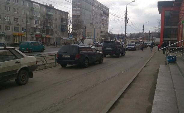 На ул. Металлургов водитель сбил женщину и скрылся с места аварии