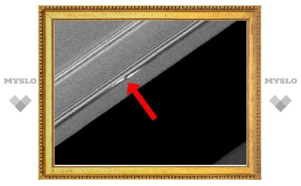 В кольцах Сатурна обнаружили гигантские пропеллеры