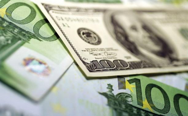 В России курсы доллара и евро впервые подскочили до показателей 2016 года
