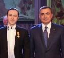 Алексей Дюмин наградил артистов Тульской областной филармонии, выступавших в Сирии