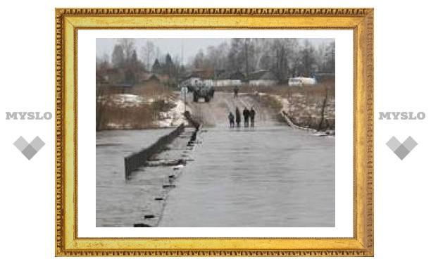 Вода продолжает затапливать тульские мосты