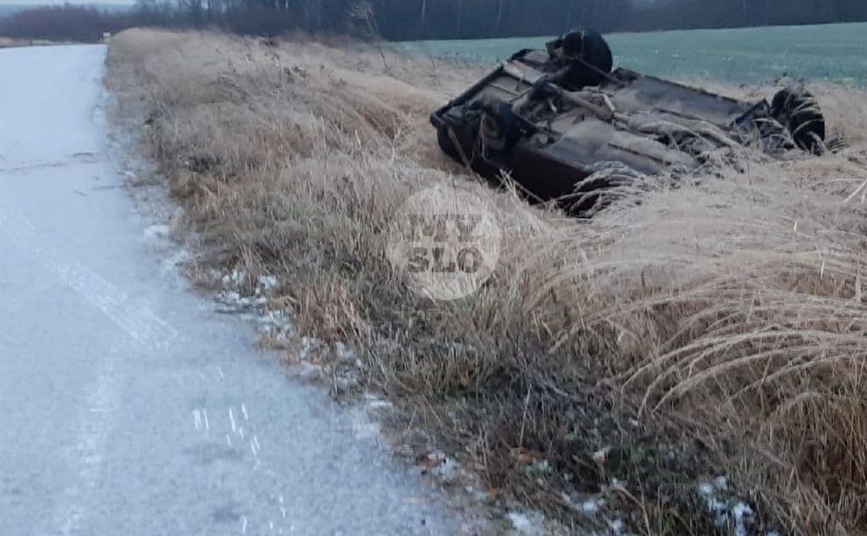 Гололед: в Алексинском районе улетела в кювет цистерна и перевернулась легковушка