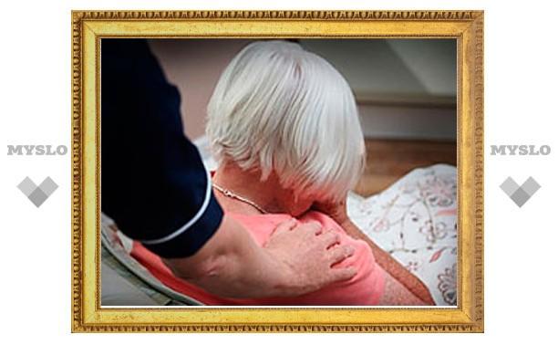 Внук избил престарелую бабушку