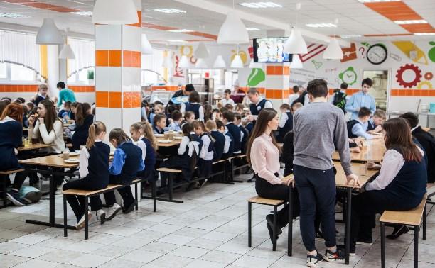 Питание в школах: сколько стоит обед ребенка?