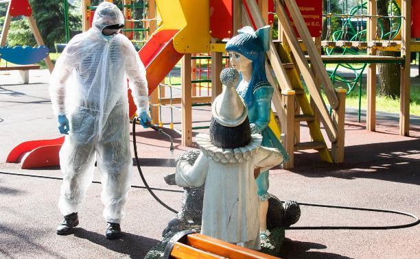 В Центральном парке Тулы военные продезинфицировали детские и спортивные площадки