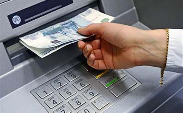 Мужчина украл банковскую карту знакомого во время встречи в кафе