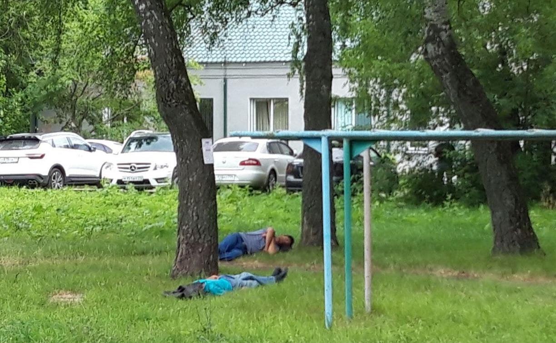 Туляки: «Посетители миграционного центра спят на газонах в нашем дворе и ходят в туалет»