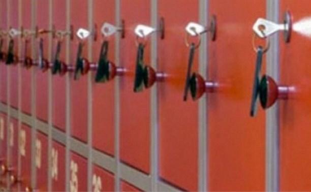 Подростки выкрали из камеры хранения магазина детскую одежду