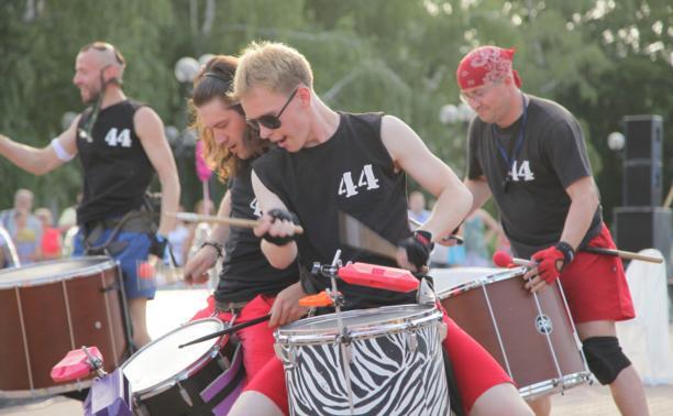 """""""44 drums"""" открыли фестиваль «Театральный дворик-2014»"""